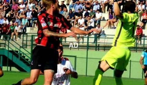 L'ASD Nocerina Calcio 1910 comunica agli organi di informazione di aver acquisito i diritti alle prestazioni sportive del calciatore Andrea De Julis, attaccante classe 1993. Proveniente dalla Torres dove in […]
