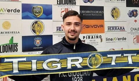 La società FC Giugliano comunica di aver sottoscritto contratto con il calciatore Antonio Negro, attaccante classe 1998, cresciuto nelle giovanili del Napoli col quale ha collezionato 58 presenze e 29 […]