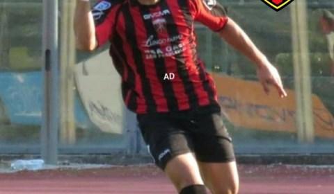 Torna in rossonero l'attaccante classe 1999 Simone Sorgente, quest'anno prima al Legnago e poi alla Vastese, protagonista l'anno scorso con la Nocerina andando a segno 4 volte in 21 partite. […]