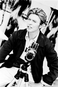 david-bowie-with-a-hasselblad