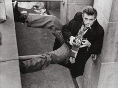 james-dean-with-a-rolleiflex