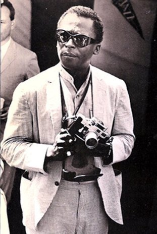 miles-davis-with-his-leica