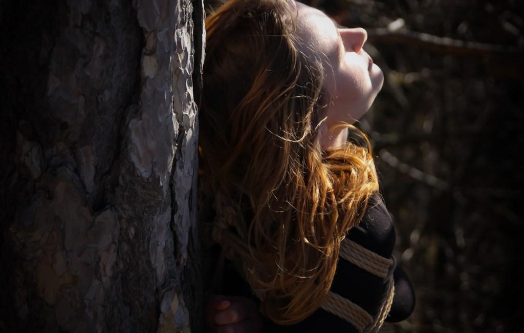 Shibari am Baum