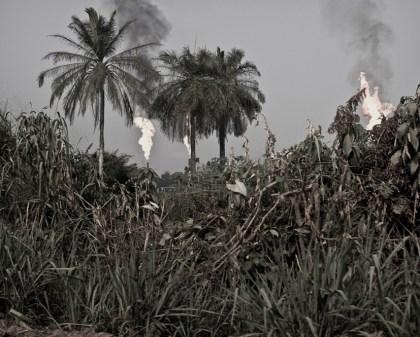 Nigeria, 08 January 2010 Gas flare, Niger Delta. Nigeria, 08 janvier 2010 Du gaz brûle sur le Delta du Niger. Christian Lutz / Agence VU / Grand Prix de la Photographie de Vevey 2010