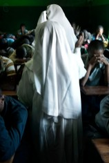 At the end of religious classes it is not uncommon that some foodstuffs are handed out. Sometimes only those that attended the worship receive them, at other times they are divided between the rest of the prison population.
