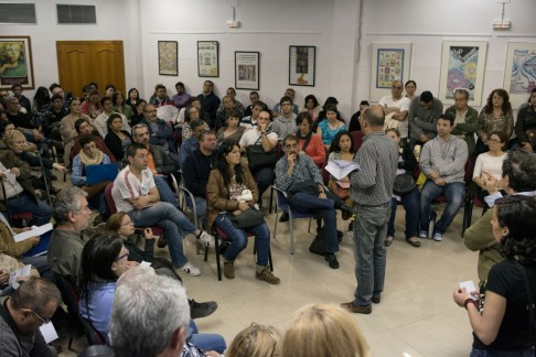 Manolo, leader of the Stop Desahucios (stop eviction) group in the Spanish city of Valencia, gives advice to locals who have all received eviction notices from the banks. Meetings like these happen all over Spain helping those who are awaiting evictions as well as those just starting out in the eviction process.