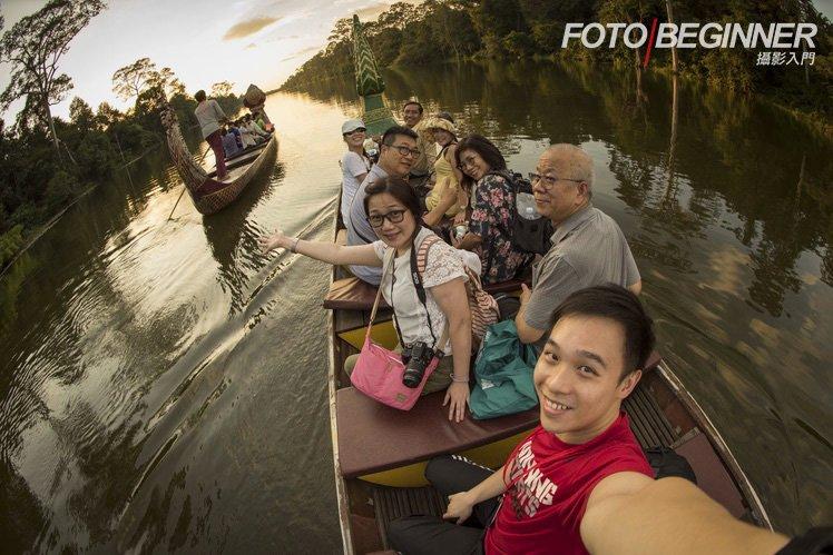 乘坐特色小船到河中央拍攝漂亮日落!