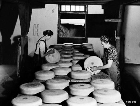 Kaas wassen en keren Nel en haar Moeder den Hertog.