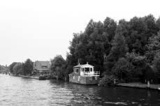 Een huis of een boot of een boothuis. Wie woonde hier? Dat weten we nog steeds niet.