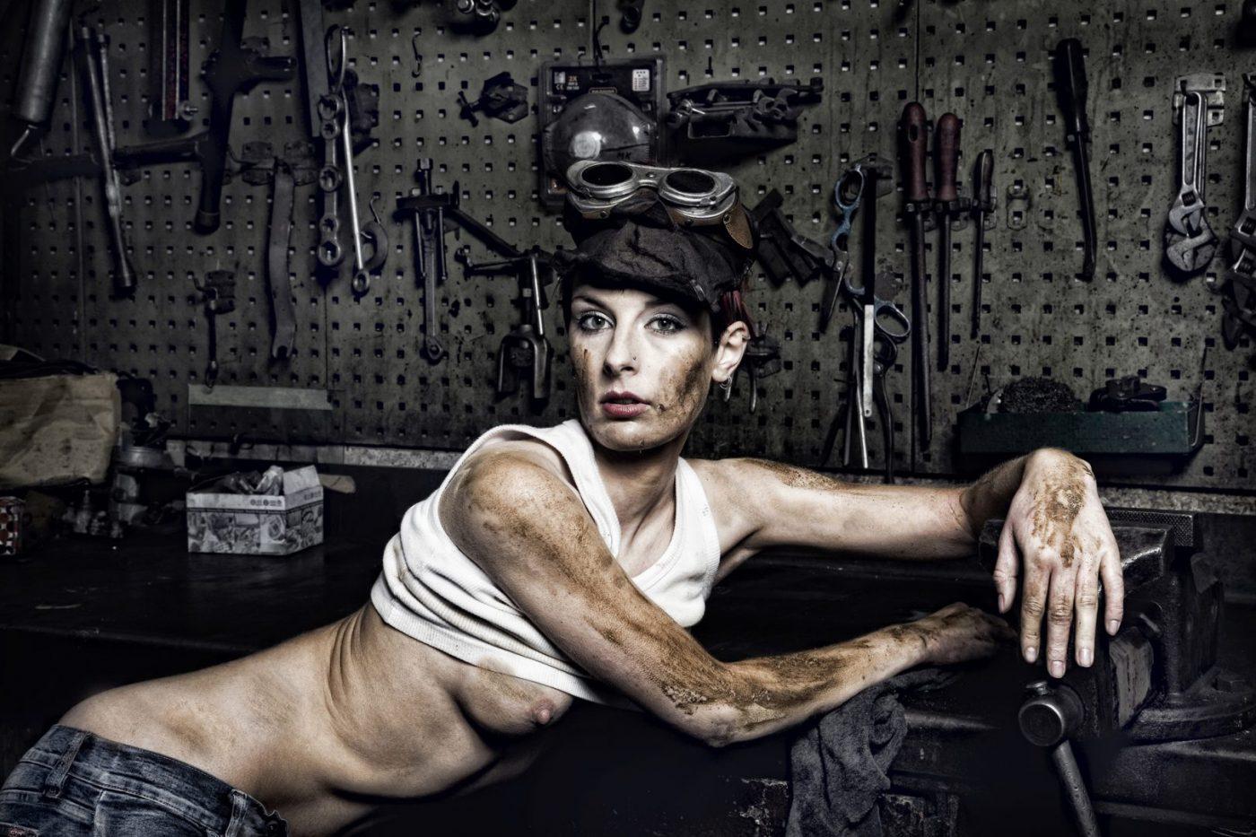 hard working woman - von Erich Hacker