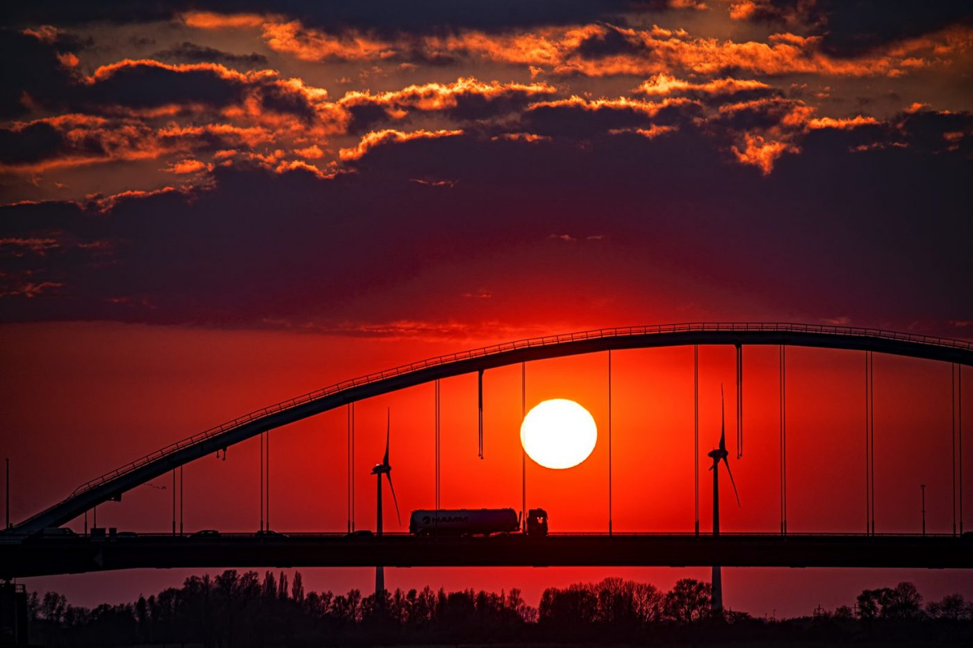 Rheinbrücke am Abend - von Johannes Heumann