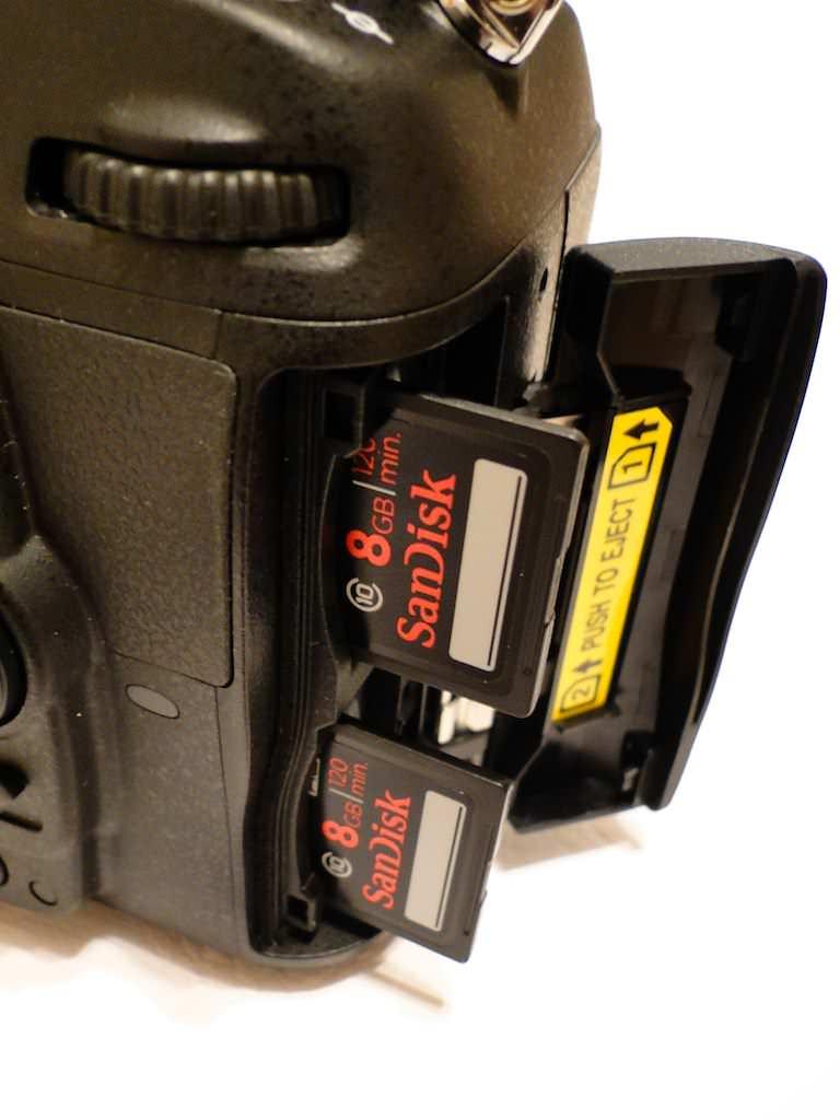 Nikon D7000 Dual SD slot