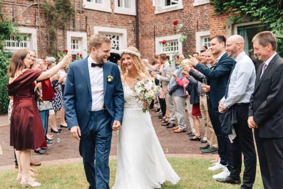 Trauung in Burg Berum, Hochzeitsfotograf Ostfriesland, Hochzeitsfotos Burg Berum, Hochzeit in Burg Berum, Standesamtliche Hochzeit in Burg Berum