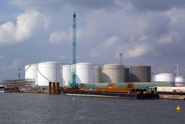 Tanks en silo's in haven van Antwerpen