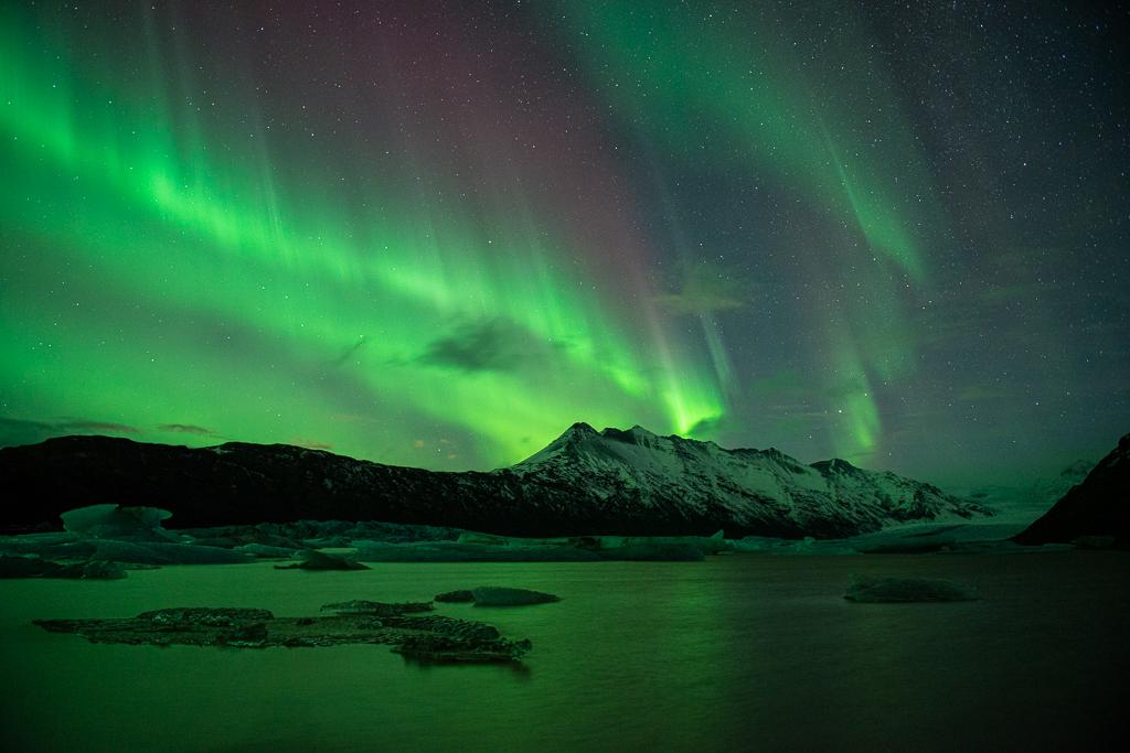 Een van mijn favoriete foto's van rood en groen noorderlicht in IJsland.