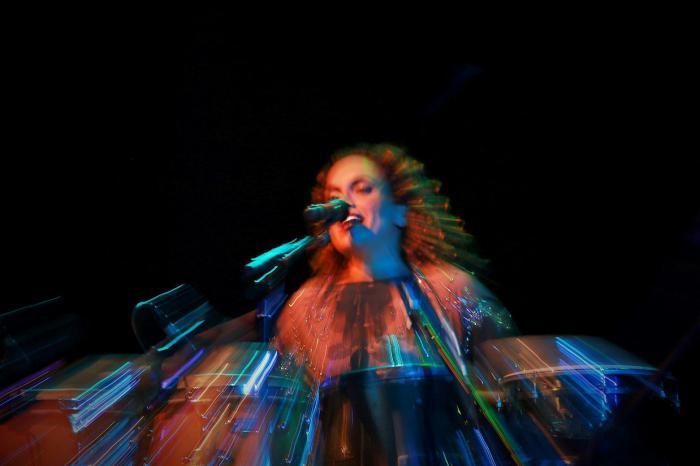 Show da cantora israelita Noa, no Rio de Janeiro - Foto feita em velocidade baixa, com puxada de zoom, não há edições.  Credito: Ale Silva
