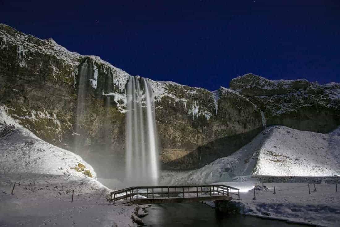 Fotoreis IJsland - Verlichte Seljalandfoss bij volle maan