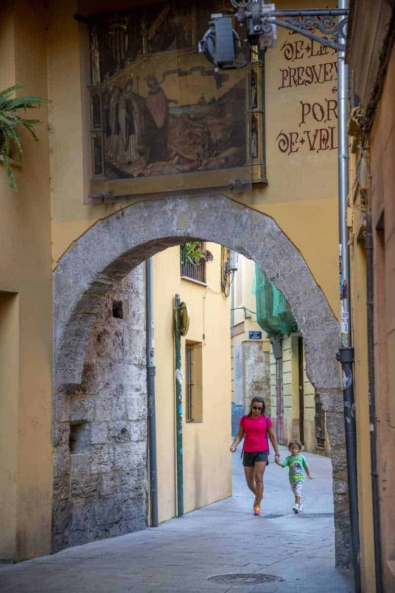 Fotoreizen Valencia - Steeg met poortje