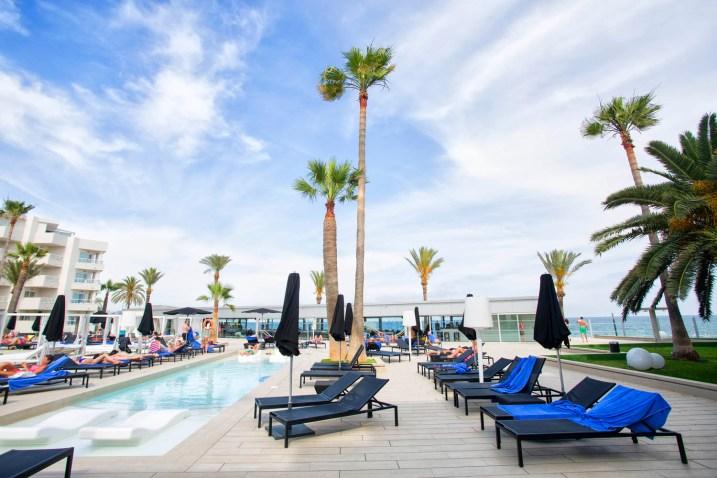 vista-piscina-hotel-garbi