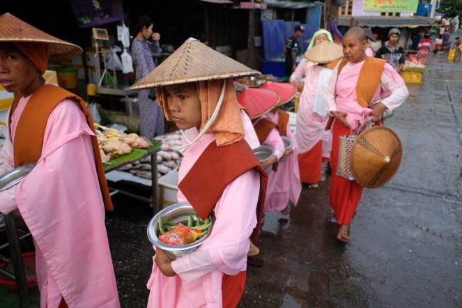 Mnišky na trhu, Mandalaj
