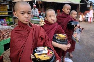 Mniši, Mandalaj