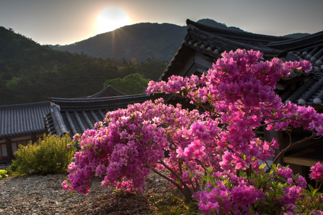 Na klášterem vychází slunce...