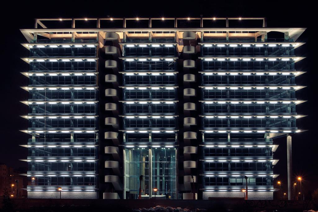 Torre Proconsa iluminación encendido por la noche