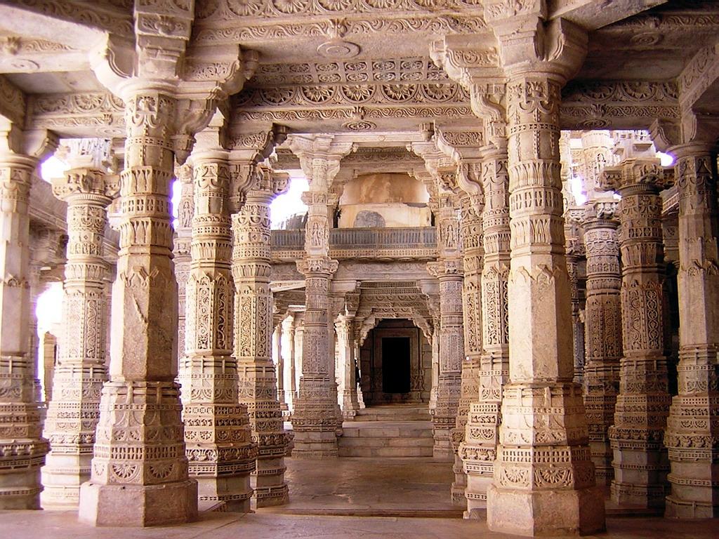 Interior De Templo En Ranakpur India
