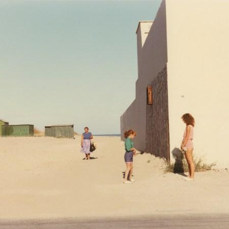 Marina di Ravenna, 1986 - Luigi Ghirri (© Eredi di Luigi Ghirri / Courtesy Editoriale Lotus)