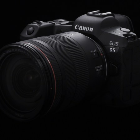 EOS R5 + RF 24-105mm F4 L IS USM
