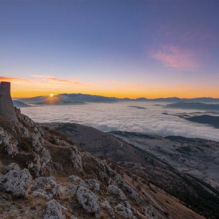 © Simone Sbaraglia Un alba a Rocca Calascio, Abruzzo