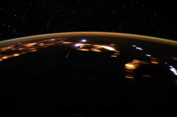 Zo stanice môžete pozorovať ako búrky tak aj prelietavajúce meteority (NASA)
