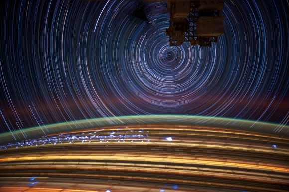 Niekoľko 30s. záberov spojených do jedného (NASA)