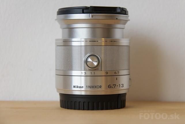 Objektív Nikkor 6.7-13mm v zapntutom stave na ohnisku 6.7mm.
