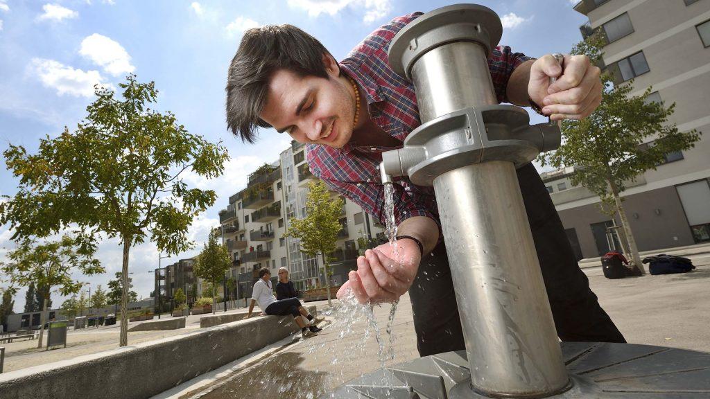 Unzählige Brunnen versorgen die Bevölkerung sowie Besucher und Besucherinnen Wiens mit frischem Trinkwasser. Jetzt einreichen für den Neptun Wasserpreis.