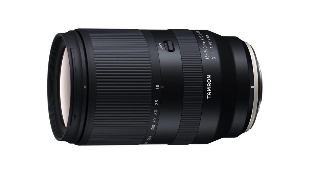 Das in Entwicklung befindliche 18-300mm F/3.5-6.3 Di III-A VC VXD (Modell B061) ist das erste Tamron-Objektiv für Fujifilm X-Mount. (c) Tamron