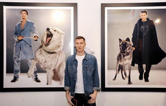 Die Wiener Galerie OstLicht zeigt ab 13. Jänner 2022 Bilder der ikonischen Zusammenarbeit von Markus Klinko mit David Bowie. (c) Fujifilm