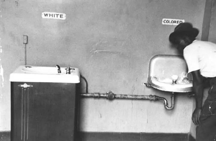 Segregación a la raza negra - Elliott Erwitt - 1950