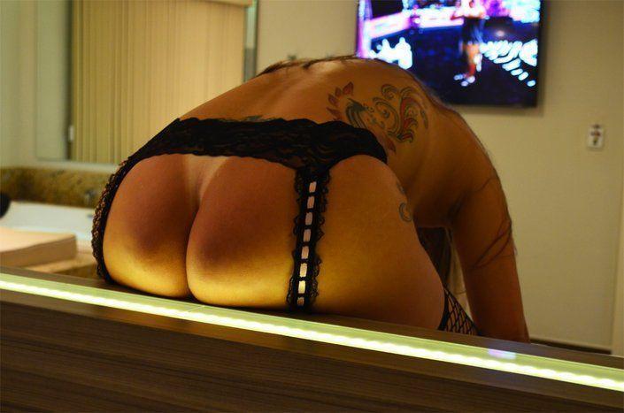 loira bunduda pelada no motel (4)