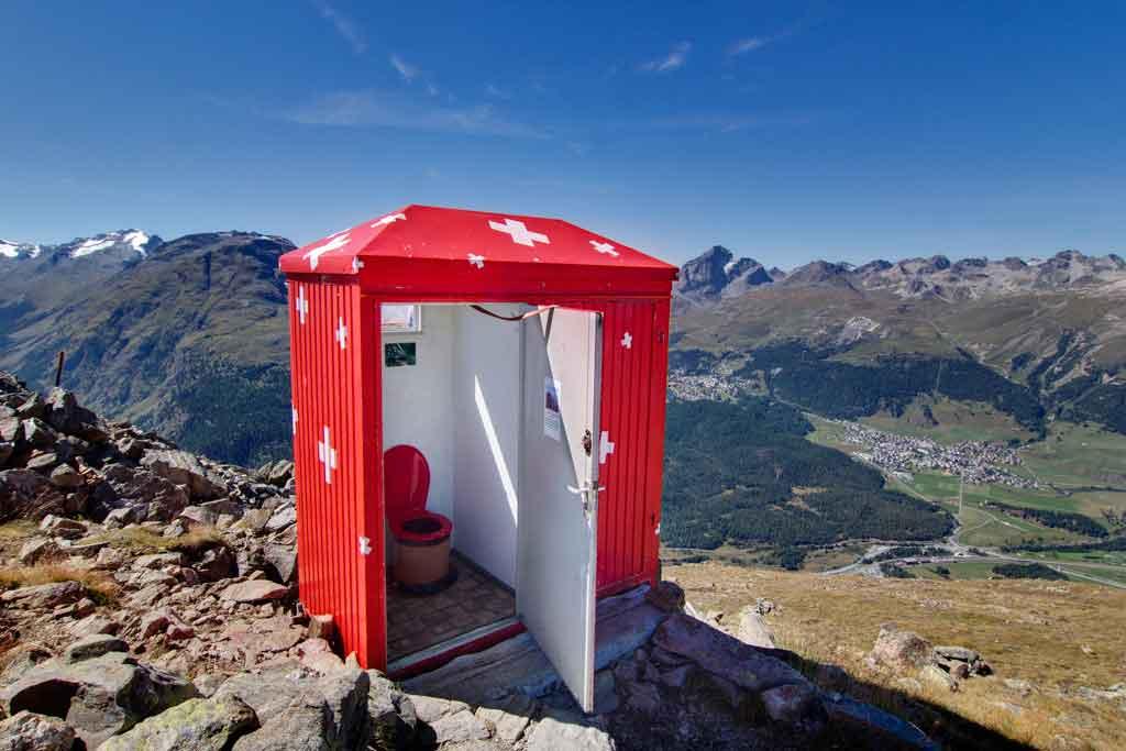 toilet-suiza-montañas