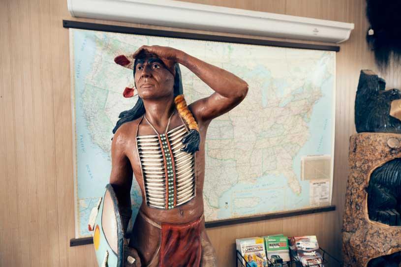 indio-americano-tienda