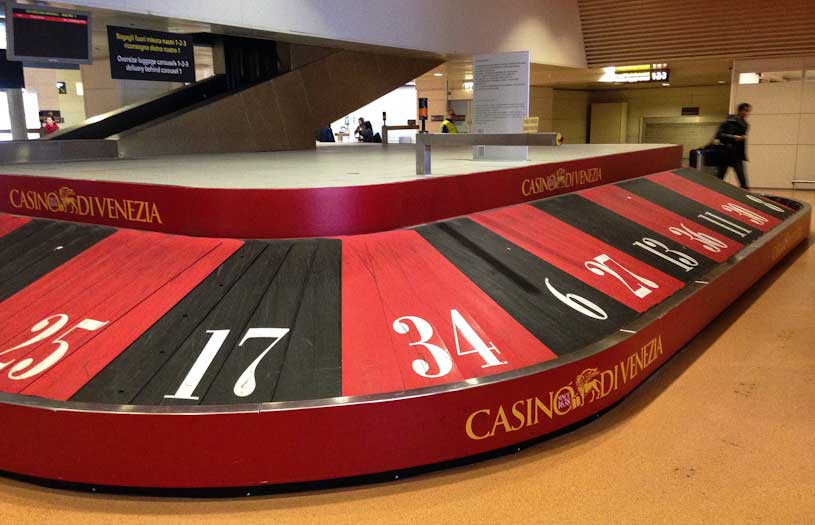 aeropuerto-venecia-ruleta-casino-cinta-maletas