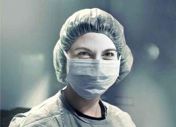 quirofano-enfermera-mascara-sonrisa