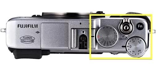 Fujifilm X E1 top - Priorità dei tempi e controllo dinamico della luce in street photography - fotostreet.it