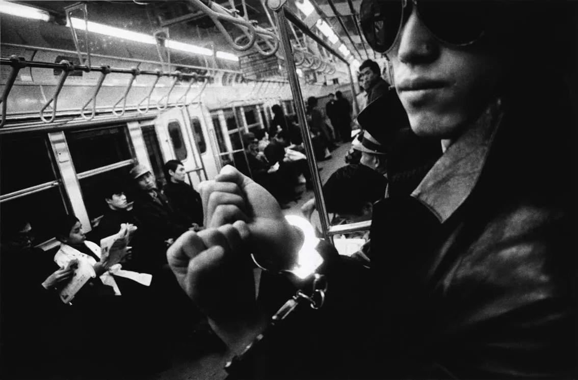 Daido Moriyama Hippie Crime 1969 fotografia bn courtesy l'artista - Daido Moriyama  Street Photography - fotostreet.it