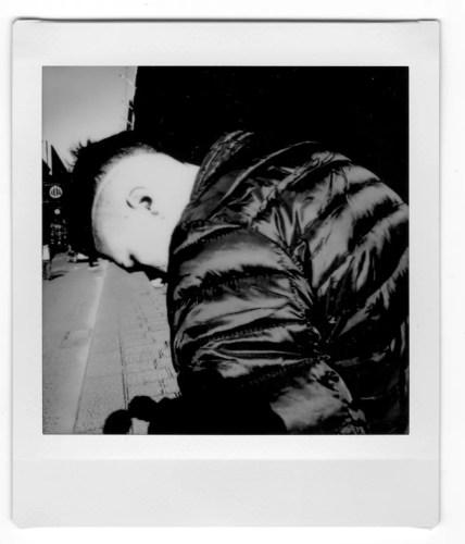 instax andrea scire street photography 1 428x500 - Fotografia di Strada, riflessioni sulla materialità perduta - fotostreet.it