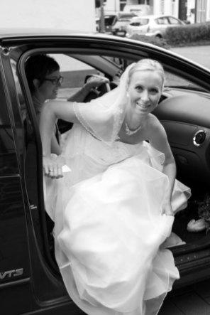 Hochzeit, Trauung, Heirat, heiraten, wedding, ja, schönster tag, Glück, glücklich, romantisch, klassisch, gefühlsvoll, exklusiv, elegant, Hochzeitsfotos, Reportagen- Fotografien, Foto, Hochzeitsfotografien, Reportagenfoto, Reportage, emotional, gefühlsbetont, Momente, Tag, Liebe, Braut, Bräutigam, Brautpaar, paar, Fotos, Fotografien, Fotograf, Fotostudio, schön, modern, Hochzeitsfotografin, Diez, Limburg, Hahnstätten, Holzheim, Gefühle, Emotionen, Fotostudio, Studio, Shooting, Fotoshooting, Kirche, kirchlich, Auto, Ankunft
