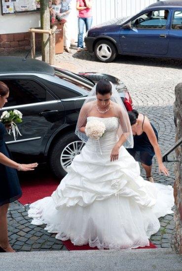 Hochzeit, Trauung, Heirat, heiraten, wedding, ja, schönster tag, Glück, glücklich, romantisch, klassisch, gefühlsvoll, exklusiv, elegant, Hochzeitsfotos, Reportagen- Fotografien, Foto, Hochzeitsfotografien, Reportagenfoto, Reportage, emotional, gefühlsbetont, Momente, Tag, Liebe, Braut, Bräutigam, Brautpaar, paar, Fotos, Fotografien, Fotograf, Fotostudio, schön, modern, Hochzeitsfotografin, Diez, Limburg, Hahnstätten, Holzheim, Gefühle, Emotionen, Fotostudio, Studio, Shooting, Fotoshooting, Kirche, kirchlich, Ankunft
