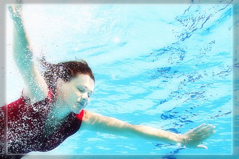 Spezial, speziell, außergewöhnlich, Fotoshooting, Shooting, Fotostudio, Studio, Diez, Limburg, Hahnstätten, Holzheim, Fotos, Fotografien, Fotograf, Foto, exklusiv, schön, modern, Fotografie Verena Schäfer, Wasser, unterwasser, Schwimmbad, schwimmen, tauchen, Frau
