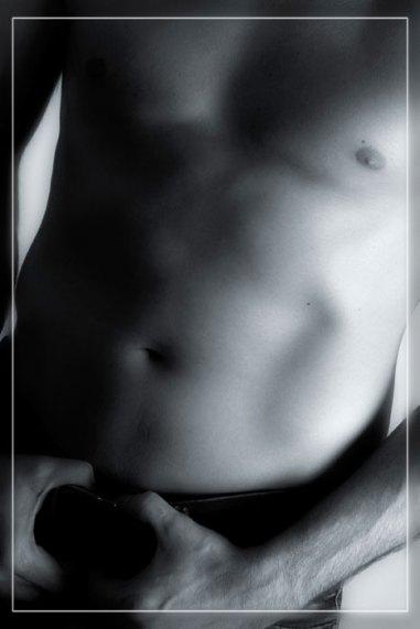 Akt, Erotik, Fotoshooting, Shooting, Fotostudio, Studio, Diez, Limburg, Hahnstätten, Holzheim, Fotos, Fotografien, Fotograf, Foto, klassisch, gefühlsvoll, exklusiv, elegant, extravagant, emotional, gefühlsbeton, schön, modern, ästhetisch, erotisch, sexy, Mann, männlich, Bauch, Six pack,